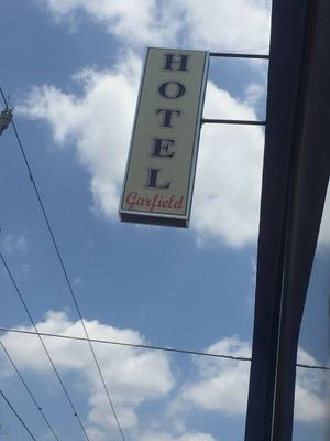 De Oportunidad. Local Comercial Y Hotel