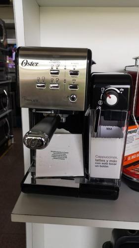 Imagen 1 de 10 de Cafetera Express Oster® (bvstem6701ss) Nueva En Caja