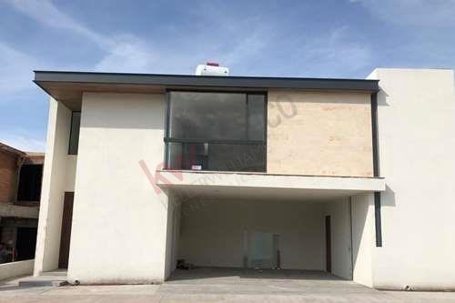Renta De Amplia Casa En Fraccionamiento Monterra Seguridad Las 24 Horas $27,000 Mn