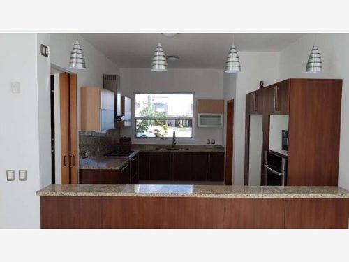 Casa En Venta En Fracc. Residencial Solares