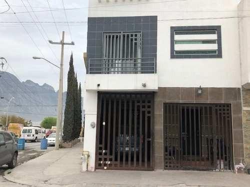 Casa En Venta En Privadas De Santa Catarina