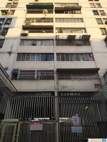 Imagen 1 de 10 de Apartamento Res. Luxmar Av. Bolivar, Maracay.