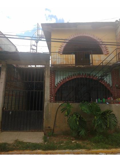 Casa De Dos Plantas Y Otra De Una Planta