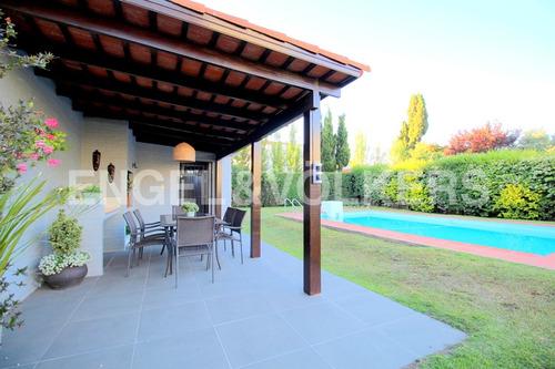 Impecable Casa Con Piscina En Venta Carrasco