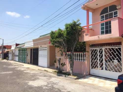 Casa Ampliada Y Remodelada En Venta En Col. Villa Rica (zona Norte)