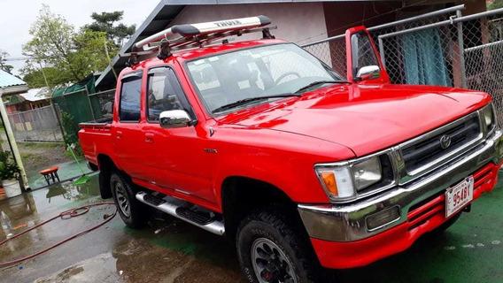 Toyota Hilux En Perfectas Condici