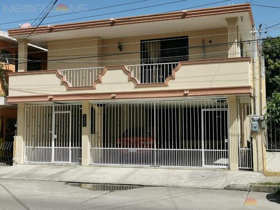 Excelente Ubicación Y Amplios Espacios De Casa En Venta En Colonia Vicente Guerrero, Ciudad Madero, Tamaulipas.