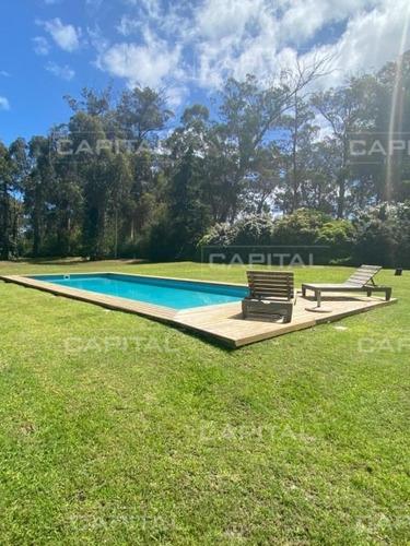Gran Residencia En Barrio Golf Disponible En Alquiler Temporario Y Venta, Punta Del Este- Ref: 30327
