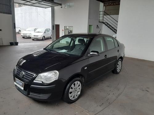 Volkswagen Polo Sedan 2009 1.6 Vht Total Flex 4p