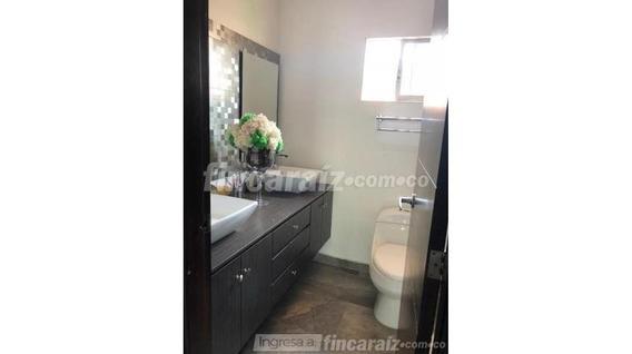 Casa En Arriendo En La Castellana . Cod 3974218