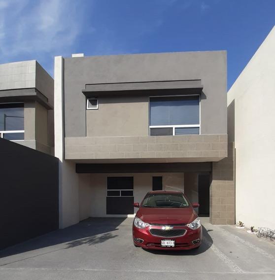 Casa De 3 Recámaras, 3 Pisos Y En Sector Privado