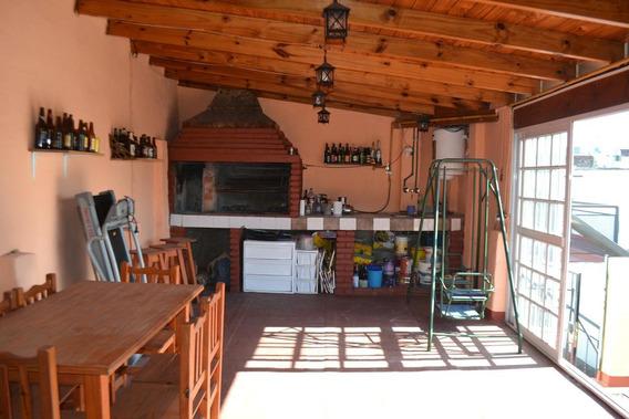 Evaristo Carriego 900 - Casa Ex-municipal De 4 Ambientes En El Barrio De Flores - Quincho - Parrilla - Escritorio - Excelente Estado