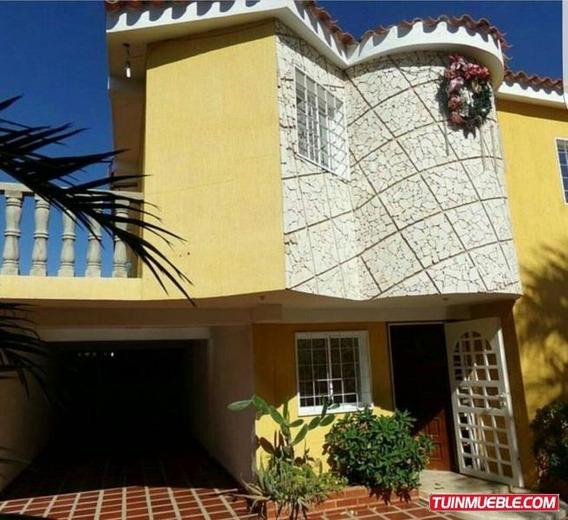 Se Vende Hermoso Tonw House En La Urbanización Los Olivos