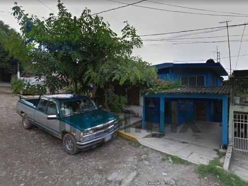 Venta Casa 3 Recamaras Colonia Tepeyac Poza Rica Veracruz. Ubicada En Calle Morelos Sn, En El Municipio De Poza Rica Veracruz, La Casa Es De Dos Niveles, Cuenta Con Recibidor, Sala, Comedor, Cocina,