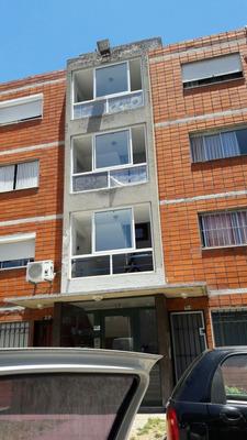 Vendo Apartamento Frente Al Antel Arenas Buen Estado.