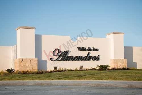 Venta Casa 2 Plantas, Col. Valle De Los Almendros, Torreón, Coah.