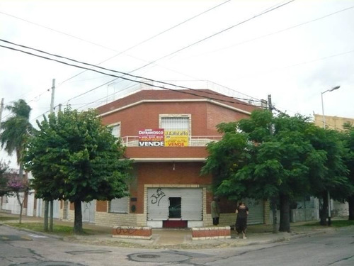 Venta En Block 2 Locales Comerciales + Piso De 4 Ambientes Con Cochera Cubierta