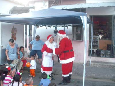 Su Tradicional Show De Santa Y Sra. Claus