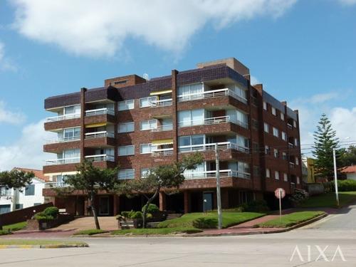 Imagen 1 de 15 de Venta Apartamento 2 Dormitorios En Playa Mansa- Ref: 55