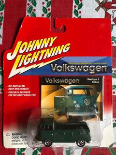 Volkswagen Type 2 Pick Up 1966 Johnny Lightning 1/64