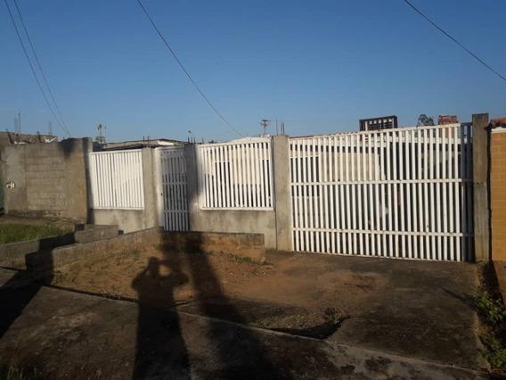 En Venta Céntrica Casa En La Urbanización Los Olivos
