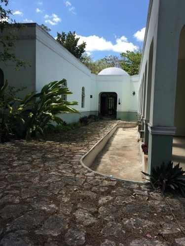Casa Tipo Hacienda En Privada Sodzil Norte, Mérida, Yucatán.