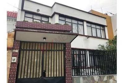 Amplia Y Comoda Casa Muy Iluminada Con Varias Habitaciones