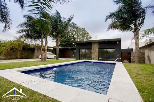 Moderna Casa Tipo Loft A Media Cuadra De La Playa