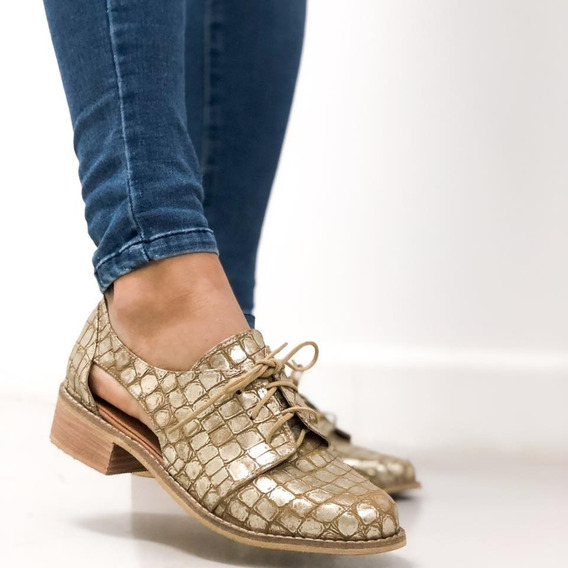 Zapato Abotinado Tipo Mocasin Con Abertura En Laterales
