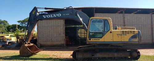 Escavadeira Volvo Ec240
