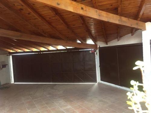 Casa Con Recamara En Planta Baja, Jardin, 4 Recs, Jacuzzi, Col. Cumbres Slp