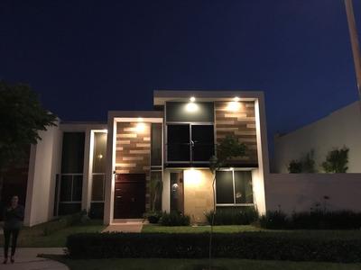 Soberna Residencial, Moderna, Amplia Y, Bien Ubicada