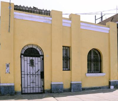 Casona Local Dos Frentes, Una Cuadra De Fondo
