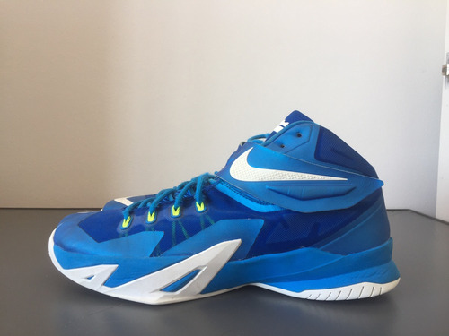 Imagen 1 de 4 de Championes De Basketball Nike Lebron Soldier 8