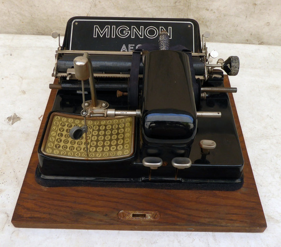 Maquina De Escrever Antiga Mignon Aeg Original Na Mala