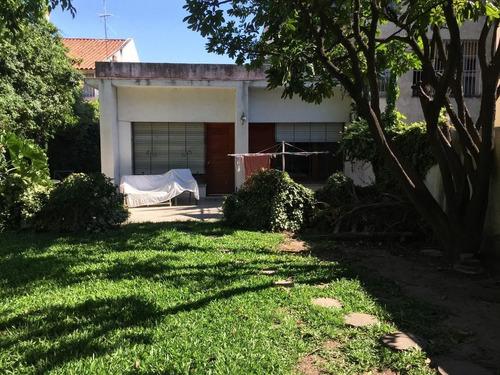 Casa En Venta De 5 Dormitorios C/ Cochera En Lomas De Zamora