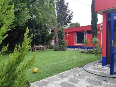 Venta De Casa En Zona Los Fuertes! Enorme Jardin, Fracc. Cerrado