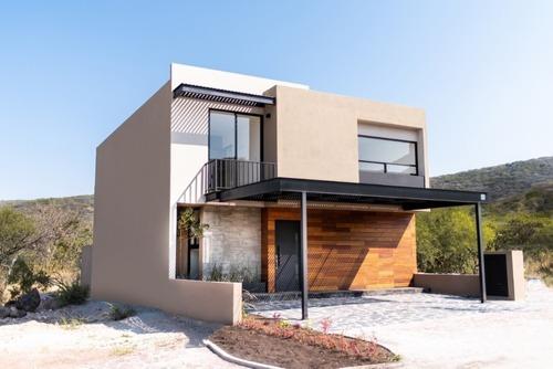 Casa En Venta Con Excelente Ubicación En Altozano Queretaro