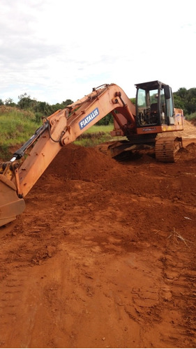 Imagem 1 de 4 de Escavadeira