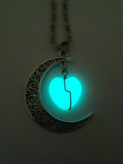 Colar Místico Coração Lua Brilha No Escuro Ativado Com A Luz