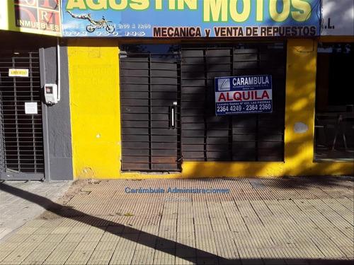 Local Comercial. Ubicado En Av. Artigas Cercano A Mástil.