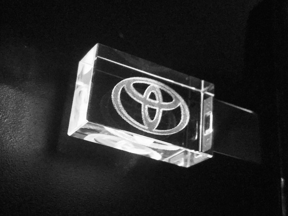 Pen Drive 16gb Cristal Toyota Branco + Caixa Portátil