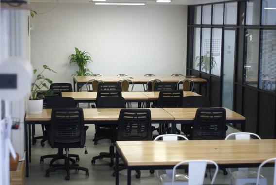 Espacio De Coworking, Escritorios Fijos, Sala De Reuniones