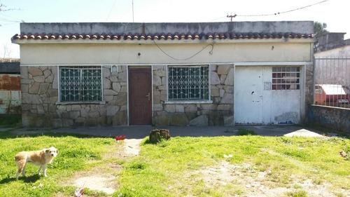 Imagen 1 de 12 de Casa De 3 Dormitorios Ideal Esquina Para Negocio.