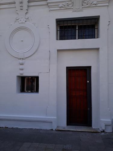 Imagen 1 de 14 de Casa Tres Cruces, 1 Dormitorio, Azotea. Alquiler: $ 16.000
