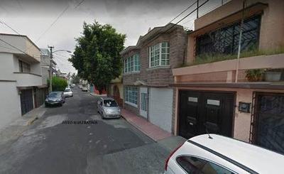 Casa Con Tres Niveles En Col. San Juan De Aragón