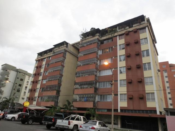 Dvm 20-5778 Se Vende Espacioso Apartamento En Maracay.