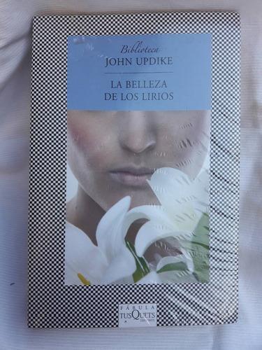 Imagen 1 de 3 de La Belleza De Los Llirios John Updike Tusquets  Edic. Grande