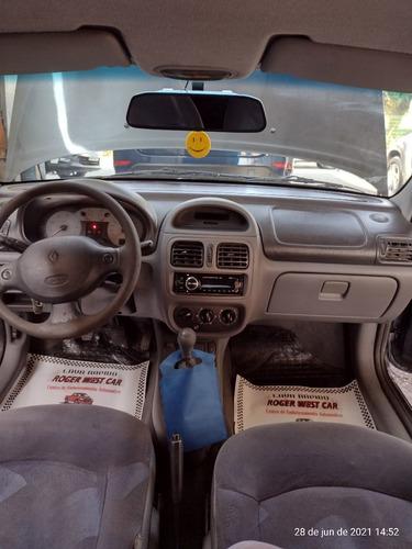Imagem 1 de 10 de Renault Clio Sedan 2002 1.0 16v Rt 4p