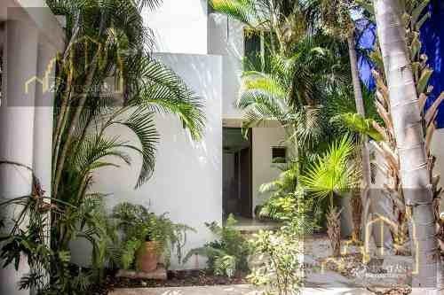 Casa Jp En Venta Con Excelente Ubicacion, Merida Yucatan